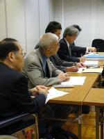 交渉団、奥から2人目が中島会長