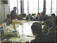 代表して申入れする妹尾県労会議議長